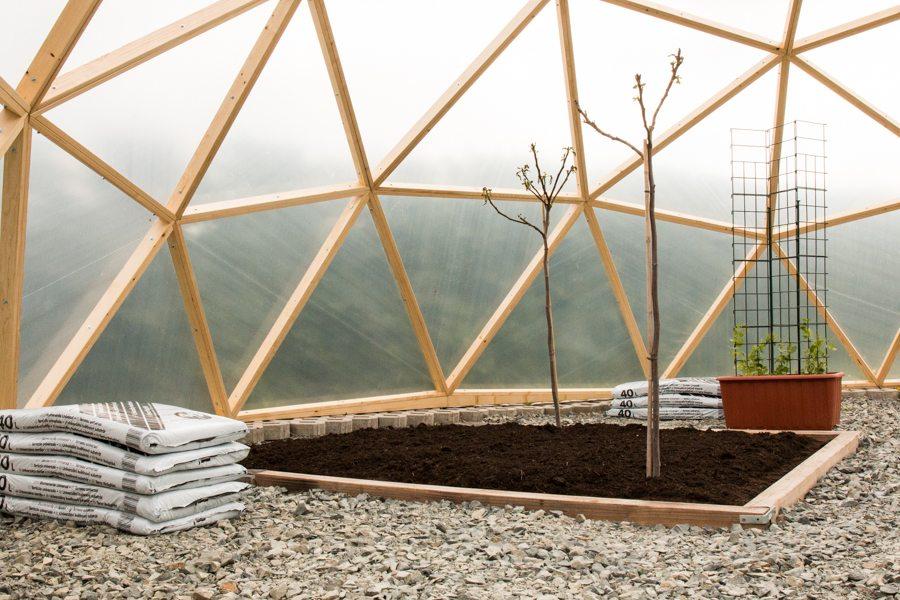 Erfahrungsbericht-Dome-Aufbau-Innen-gartenerde